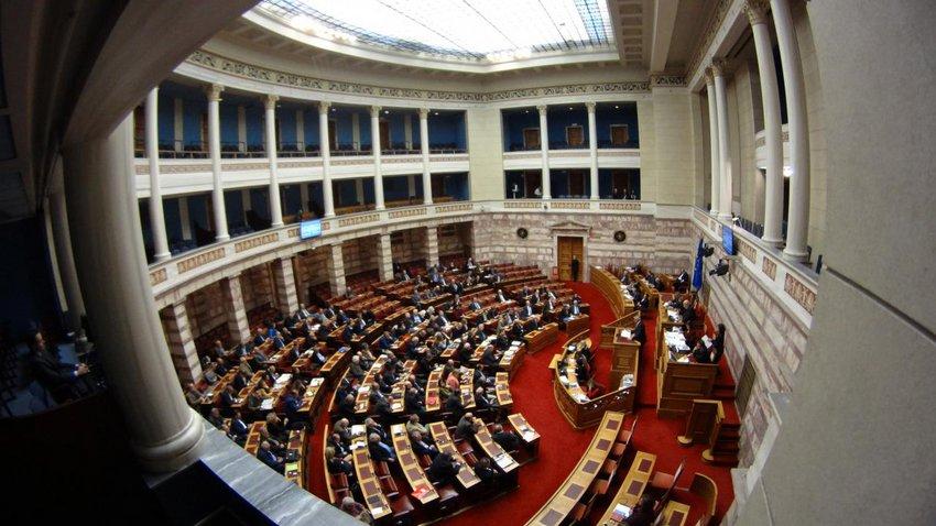 Με ψηφοδέλτιο «σεντόνι» η συζήτηση για τη Συνταγματική Αναθεώρηση