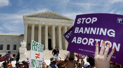 ΗΠΑ: Εκατοντάδες διαδηλωτές μπροστά στο Ανώτατο Δικαστήριο για να υπερασπιστούν το δικαίωμα στην άμβλωση