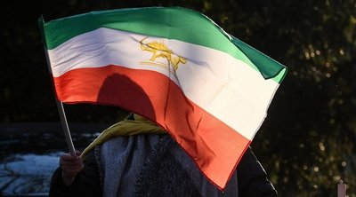 Η Τεχεράνη δηλώνει «εγγυήτρια της ασφάλειας» στον Κόλπο και καλεί τις ΗΠΑ να αποχωρήσουν από την περιοχή
