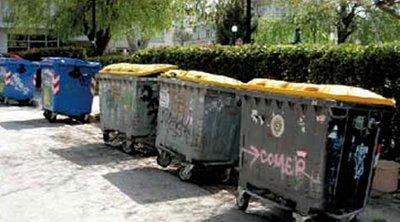 Θεσσαλονίκη: Μαζεύουν στους κάδους απορριμμάτων λόγω των συγκεντρώσεων για την επέτειο Γρηγορόπουλου