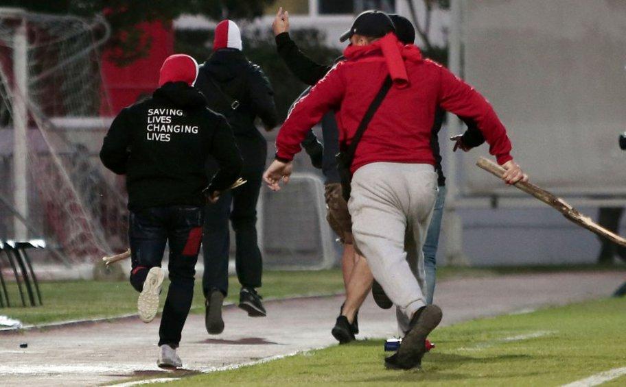 «Καμπάνα» της UEFA στον Ολυμπιακό για τα επεισόδια στον αγώνα Νέων με τη Μπάγερν