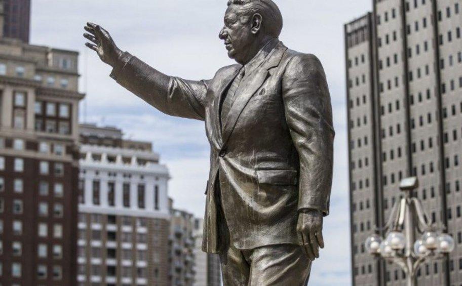Η Φιλαδέλφεια αφαίρεσε το άγαλμα του Frank Rizzo