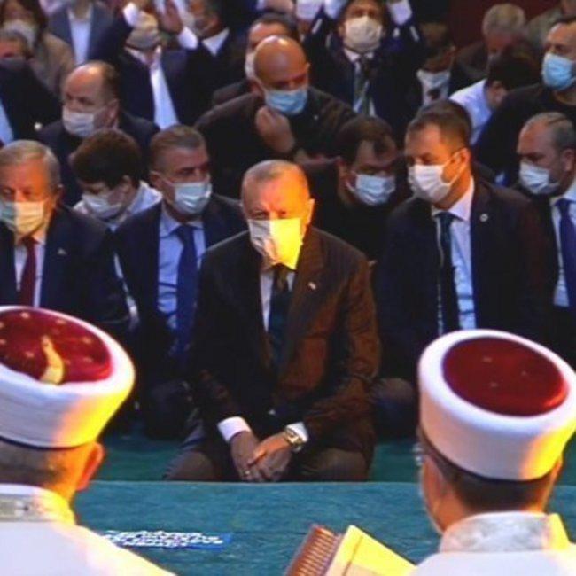 Κορωνοϊός - Τουρκία: Από το «σόου» του Ερντογάν στην Αγία Σοφία μολύνθηκαν 3.000 άτομα - ΒΙΝΤΕΟ