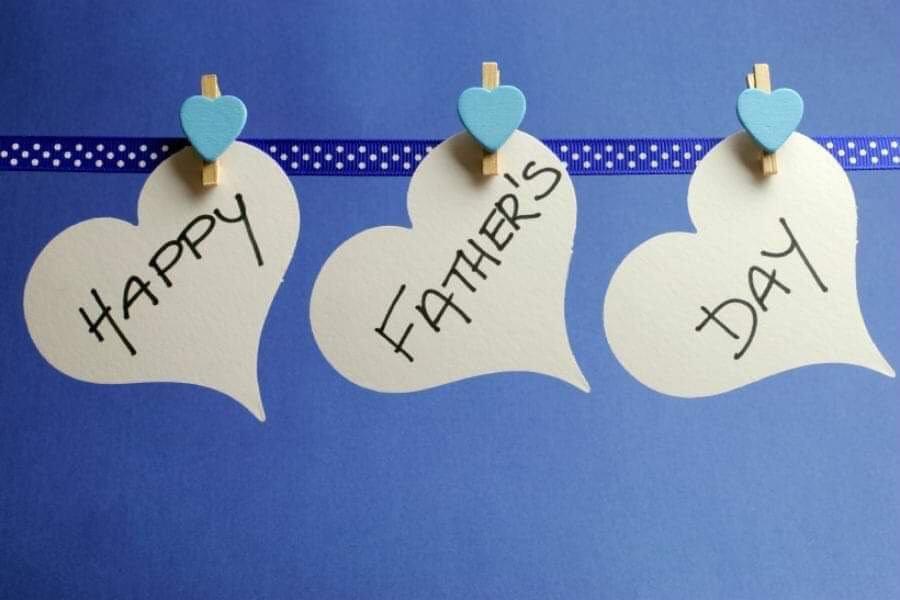 Θεσσαλονίκη: Γαλάζιες ανθοδέσμες για τη γιορτή του πατέρα ετοίμασαν οι ανθοπώλες